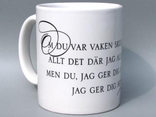 Vit keramikmugg/Svart tryck i kategori Kärlek: Fred Åkerströms visa